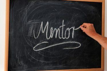 tableau avec le mot mentor écrit
