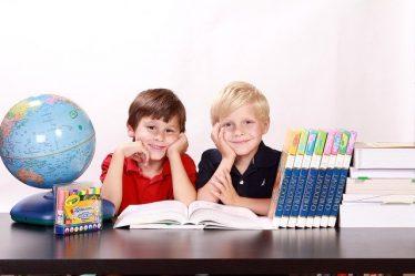 enfants et livres de cours