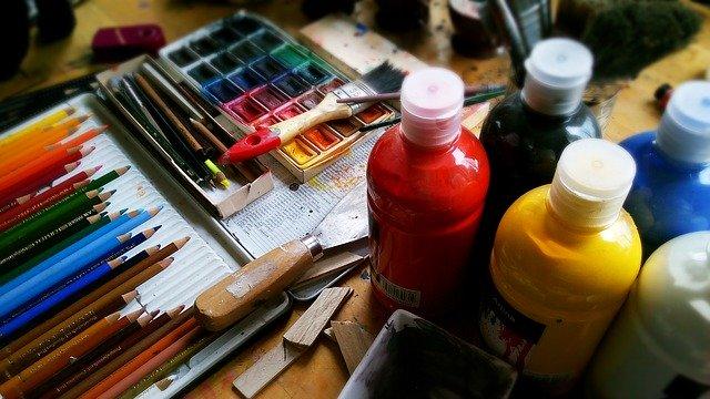 peinture et crayons